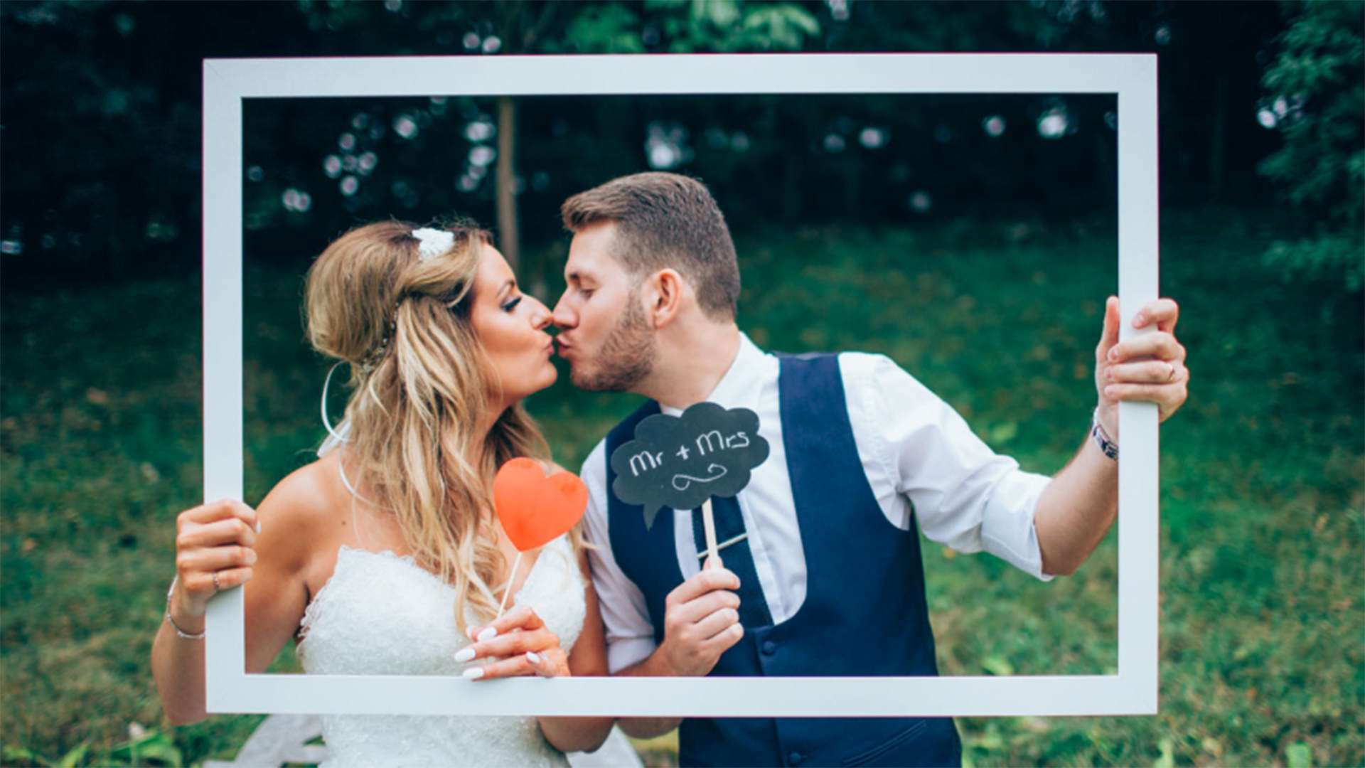 Creating a wedding gallery to remember with your photographer