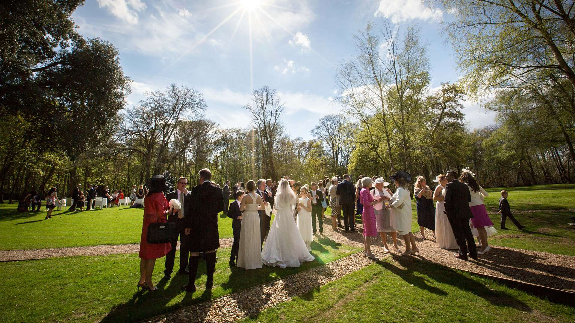 The best ways to encourage your wedding guests to mingle